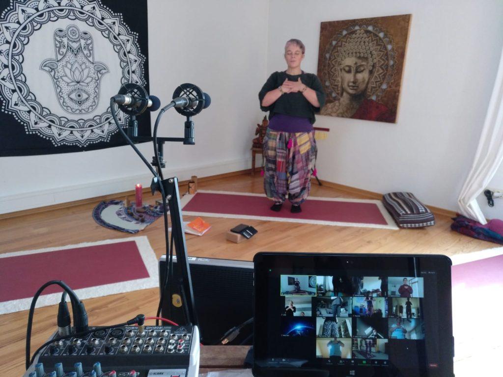 Foto von Sabine beim Online-Yoga